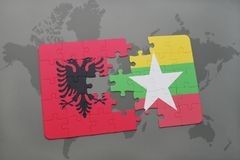γρίφος με τη εθνική σημαία της Αλβανίας και της Myanmar σε έναν παγκόσμιο χάρτη Στοκ εικόνες με δικαίωμα ελεύθερης χρήσης