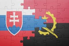 γρίφος με τη εθνική σημαία της Ανγκόλα και της Σλοβακίας Στοκ εικόνα με δικαίωμα ελεύθερης χρήσης