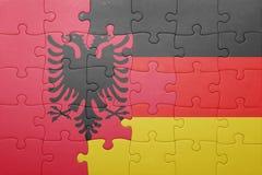 Γρίφος με τη εθνική σημαία της Αλβανίας και της Γερμανίας Στοκ φωτογραφία με δικαίωμα ελεύθερης χρήσης