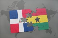 γρίφος με τη εθνική σημαία της Δομινικανής Δημοκρατίας και της Γκάνας σε έναν παγκόσμιο χάρτη απεικόνιση αποθεμάτων