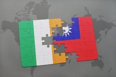 γρίφος με τη εθνική σημαία της Ιρλανδίας και της Ταϊβάν σε έναν παγκόσμιο χάρτη Στοκ φωτογραφία με δικαίωμα ελεύθερης χρήσης