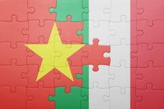 Γρίφος με τη εθνική σημαία της Ιταλίας και του Βιετνάμ Στοκ φωτογραφίες με δικαίωμα ελεύθερης χρήσης