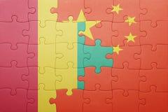 γρίφος με τη εθνική σημαία της Κίνας και της Γουινέας Στοκ εικόνα με δικαίωμα ελεύθερης χρήσης