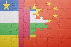 γρίφος με τη εθνική σημαία της Κίνας και της Δημοκρατίας Κεντρικής Αφρικής Στοκ εικόνα με δικαίωμα ελεύθερης χρήσης