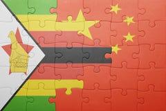 Γρίφος με τη εθνική σημαία της Κίνας και της Ζιμπάπουε Στοκ Φωτογραφία