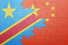 Γρίφος με τη εθνική σημαία της Κίνας και της λαϊκής δημοκρατίας του Κογκό Στοκ Εικόνες