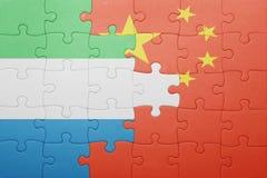 γρίφος με τη εθνική σημαία της Κίνας και της Σιέρα Λεόνε Στοκ φωτογραφίες με δικαίωμα ελεύθερης χρήσης
