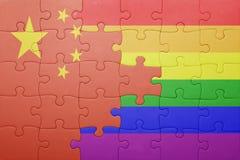 Γρίφος με τη εθνική σημαία της Κίνας και την ομοφυλοφιλική σημαία Στοκ εικόνες με δικαίωμα ελεύθερης χρήσης