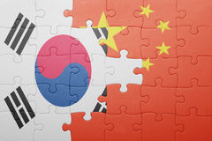 Γρίφος με τη εθνική σημαία της Κίνας και της Νότιας Κορέας Στοκ Φωτογραφίες