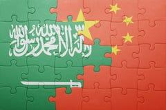 Γρίφος με τη εθνική σημαία της Κίνας και της Σαουδικής Αραβίας Στοκ φωτογραφίες με δικαίωμα ελεύθερης χρήσης