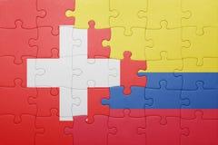 Γρίφος με τη εθνική σημαία της Κολομβίας και της Ελβετίας Στοκ φωτογραφία με δικαίωμα ελεύθερης χρήσης