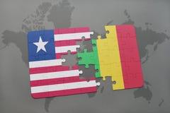 γρίφος με τη εθνική σημαία της Λιβερίας και του Μαλί σε έναν παγκόσμιο χάρτη Στοκ Εικόνα
