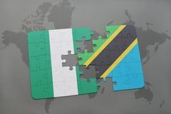 γρίφος με τη εθνική σημαία της Νιγηρίας και της Τανζανίας σε έναν παγκόσμιο χάρτη Στοκ Εικόνες