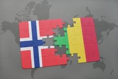 γρίφος με τη εθνική σημαία της Νορβηγίας και του Μαλί σε έναν παγκόσμιο χάρτη Στοκ φωτογραφίες με δικαίωμα ελεύθερης χρήσης