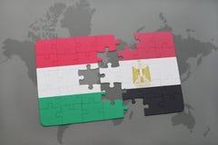 γρίφος με τη εθνική σημαία της Ουγγαρίας και της Αιγύπτου σε έναν παγκόσμιο χάρτη Στοκ εικόνες με δικαίωμα ελεύθερης χρήσης