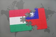 γρίφος με τη εθνική σημαία της Ουγγαρίας και της Ταϊβάν σε έναν παγκόσμιο χάρτη Στοκ Εικόνες