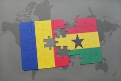 γρίφος με τη εθνική σημαία της Ρουμανίας και της Γκάνας σε έναν παγκόσμιο χάρτη Στοκ εικόνες με δικαίωμα ελεύθερης χρήσης