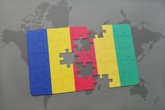 γρίφος με τη εθνική σημαία της Ρουμανίας και της Γουινέας σε έναν παγκόσμιο χάρτη Στοκ Εικόνες