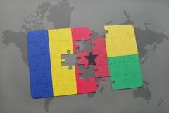γρίφος με τη εθνική σημαία της Ρουμανίας και της Γουινέα-Μπισσάου σε έναν παγκόσμιο χάρτη Στοκ Φωτογραφία
