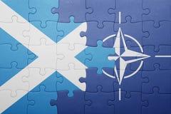 Γρίφος με τη εθνική σημαία της Σκωτίας και του ΝΑΤΟ Στοκ Εικόνες