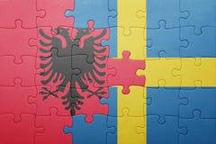 Γρίφος με τη εθνική σημαία της Σουηδίας και της Αλβανίας Στοκ φωτογραφία με δικαίωμα ελεύθερης χρήσης