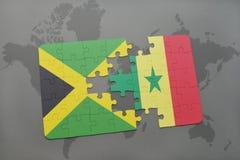γρίφος με τη εθνική σημαία της Τζαμάικας και της Σενεγάλης σε έναν παγκόσμιο χάρτη Στοκ Εικόνα
