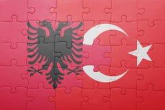Γρίφος με τη εθνική σημαία της Τουρκίας και της Αλβανίας Στοκ εικόνα με δικαίωμα ελεύθερης χρήσης
