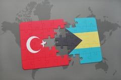 γρίφος με τη εθνική σημαία της Τουρκίας και των Μπαχαμών σε έναν παγκόσμιο χάρτη Στοκ εικόνα με δικαίωμα ελεύθερης χρήσης