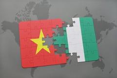 γρίφος με τη εθνική σημαία του Βιετνάμ και της Νιγηρίας σε έναν παγκόσμιο χάρτη Στοκ φωτογραφία με δικαίωμα ελεύθερης χρήσης