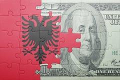 Γρίφος με τη εθνική σημαία του τραπεζογραμματίου της Αλβανίας και δολαρίων Στοκ εικόνες με δικαίωμα ελεύθερης χρήσης