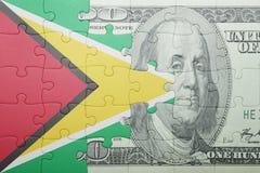 Γρίφος με τη εθνική σημαία του τραπεζογραμματίου της Γουιάνας και δολαρίων Στοκ Φωτογραφίες