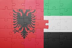 γρίφος με τη εθνική σημαία των Ηνωμένων Αραβικών Εμιράτων και της Αλβανίας Στοκ φωτογραφίες με δικαίωμα ελεύθερης χρήσης