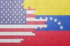 Γρίφος με τη εθνική σημαία των Ηνωμένων Πολιτειών της Αμερικής και της Βενεζουέλας στοκ εικόνα