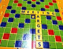 Γρίφος σταυρόλεξων που διαμορφώνει τη συνάντηση και τους στόχους λέξεων Στοκ φωτογραφίες με δικαίωμα ελεύθερης χρήσης