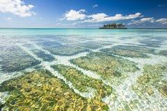 Γραμμές βράχου κοραλλιογενών νήσων Gaulding Στοκ Φωτογραφία