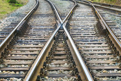 Γραμμές διαδρομής σιδηροδρόμων πριν από το σταθμό ραγών Στοκ Φωτογραφίες