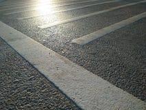 Γραμμές και φως κυκλοφορίας στο δρόμο Στοκ εικόνα με δικαίωμα ελεύθερης χρήσης