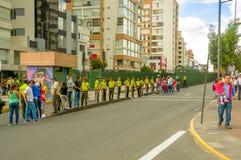 Γραμμή αστυνομικών που εμποδίζουν τη δημόσια είσοδο Στοκ Φωτογραφίες