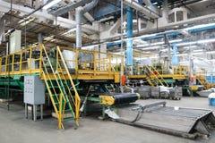 Γραμμή για τη συσκευασία και τη συσκευασία της χημικής, τεχνητής, συνθετικής άσπρης ακρυλικής ίνας σε ένα εργοστάσιο χημικής βιομ Στοκ φωτογραφία με δικαίωμα ελεύθερης χρήσης