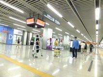 Γραμμή 11, εσωτερικό τοπίο μετρό Shenzhen σταθμών μετρό Baoan Στοκ εικόνα με δικαίωμα ελεύθερης χρήσης