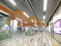 Γραμμή 11, εσωτερικό τοπίο μετρό Shenzhen σταθμών μετρό Baoan Στοκ εικόνες με δικαίωμα ελεύθερης χρήσης