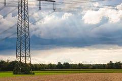 Γραμμή μετάδοσης δύναμης στην επαρχία Στοκ εικόνες με δικαίωμα ελεύθερης χρήσης
