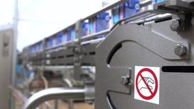 Γραμμή μεταφορέων στις γαλακτοκομικές εγκαταστάσεις Γαλακτοκομικά προϊόντα στη συσκευασία εγγράφου φιλμ μικρού μήκους