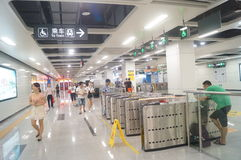 Γραμμή 11 μετρό Shenzhen που ανοίγουν, Xixiang εσωτερικό τοπίο σταθμών μετρό bihai ωχρό Στοκ Φωτογραφία