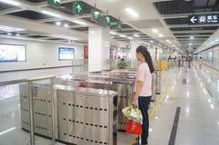 Γραμμή 11 μετρό Shenzhen που ανοίγουν, Xixiang εσωτερικό τοπίο σταθμών μετρό bihai ωχρό Στοκ Φωτογραφίες