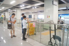 Γραμμή 11 μετρό Shenzhen που ανοίγουν, Xixiang εσωτερικό τοπίο σταθμών μετρό bihai ωχρό Στοκ φωτογραφία με δικαίωμα ελεύθερης χρήσης