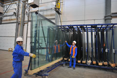 Γραμμή παραγωγής γυαλιού Στοκ Εικόνες