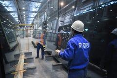 Γραμμή παραγωγής γυαλιού Στοκ Φωτογραφίες