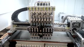 Γραμμή παραγωγής ρομπότ στο εργοστάσιο απόθεμα βίντεο