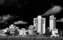 Γραμμή παραλιών Natanya στο ηλιοβασίλεμα στοκ φωτογραφίες